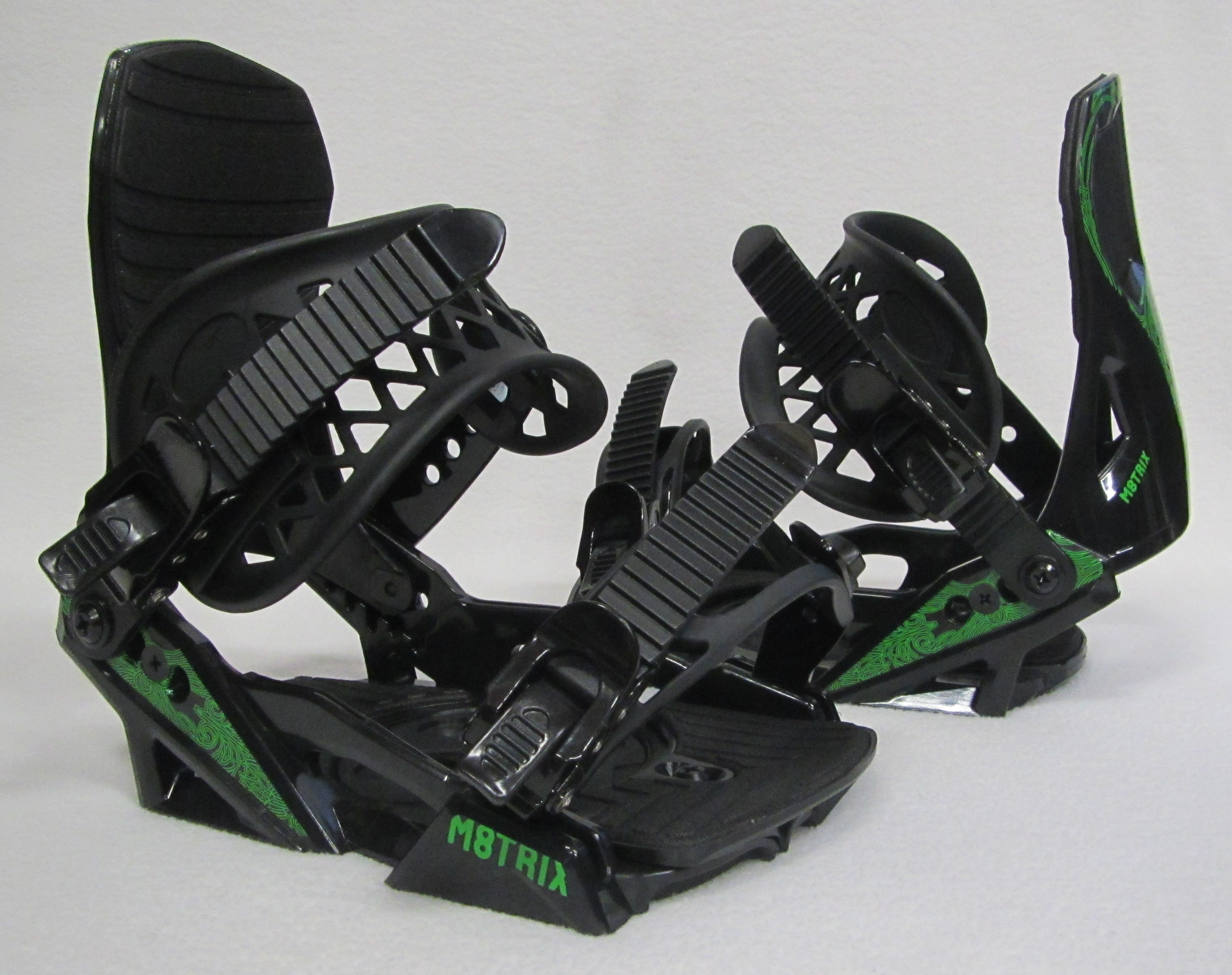 JR KIDS M8TRIX WINTER SNOWBOARD BINDINGS (BLACK GREEN) SIZES: 2-6 by M8TRIX