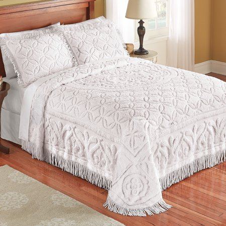 Elegant Victoria Plush Chenille Bedspread with Fringe Border and Ring Design ()