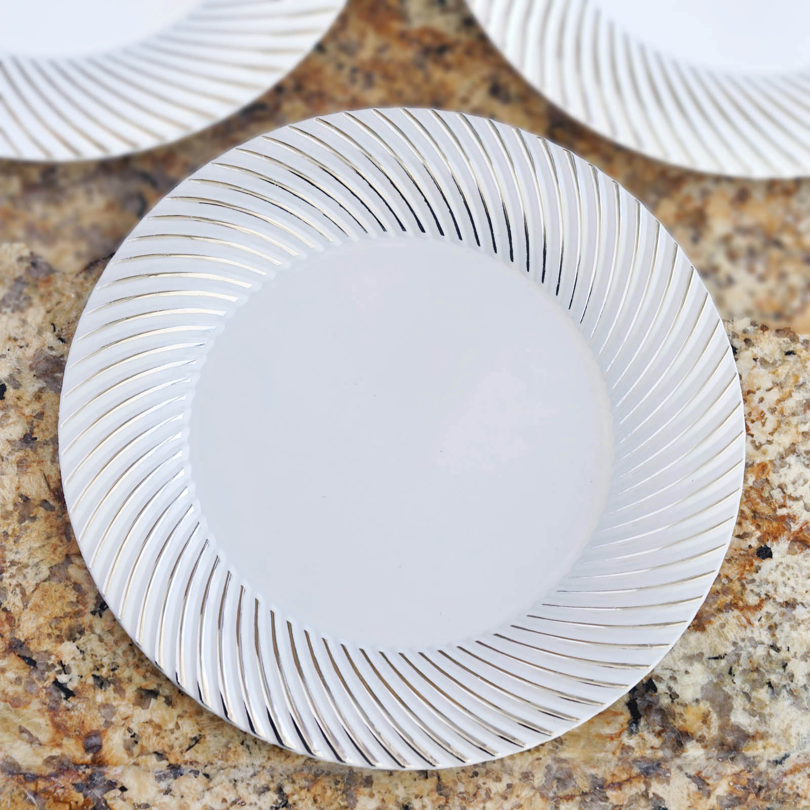 Efavormart 50 Pcs -  Round Disposable Plastic Plate Dinner Plates for Wedding Party Banquet Events - Twirl Collection