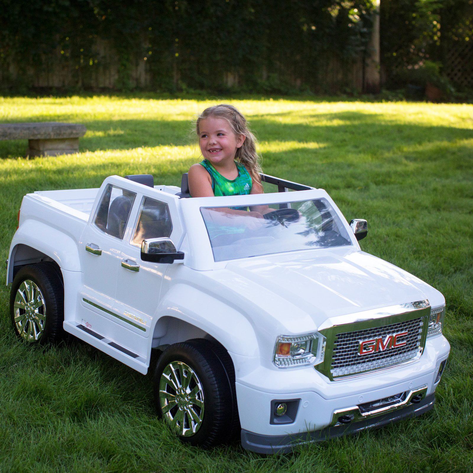 Click here to buy Rollplay 12 Volt GMC Sierra Denali Battery Powered Ride-On Vehicle White.