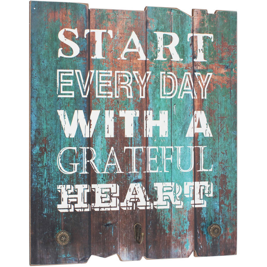Stonebriar Rustic Wooden Worn Turquoise Painted Grateful Heart Wall Art with 3 Decorative Hooks, Inspirational Wall Decor, Gift Ideas for Friends and Family