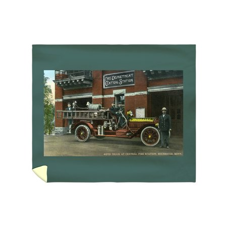 Rochester, Minnesota - Central Fire Station Exterior with Fire Truck - Vintage Halftone (88x104 King Microfiber Duvet Cover)