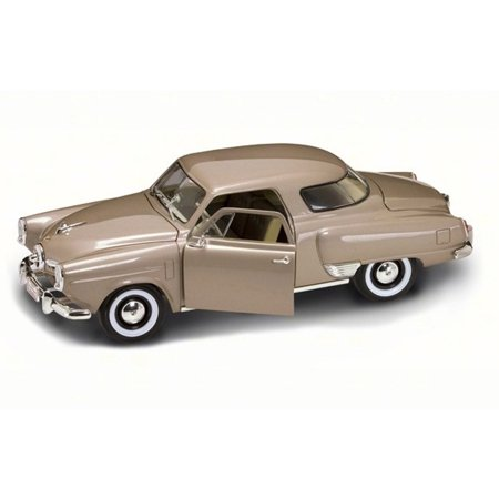 1950 Studebaker Champion, Gold - Road Signature 92478 - 1/18 Scale Diecast Model Toy