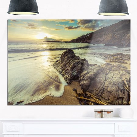 DESIGN ART Sunset at Beach Vintage Style - Modern Seascape Glossy Metal Wall Art Off-White 40 in. wide x 30 in. high