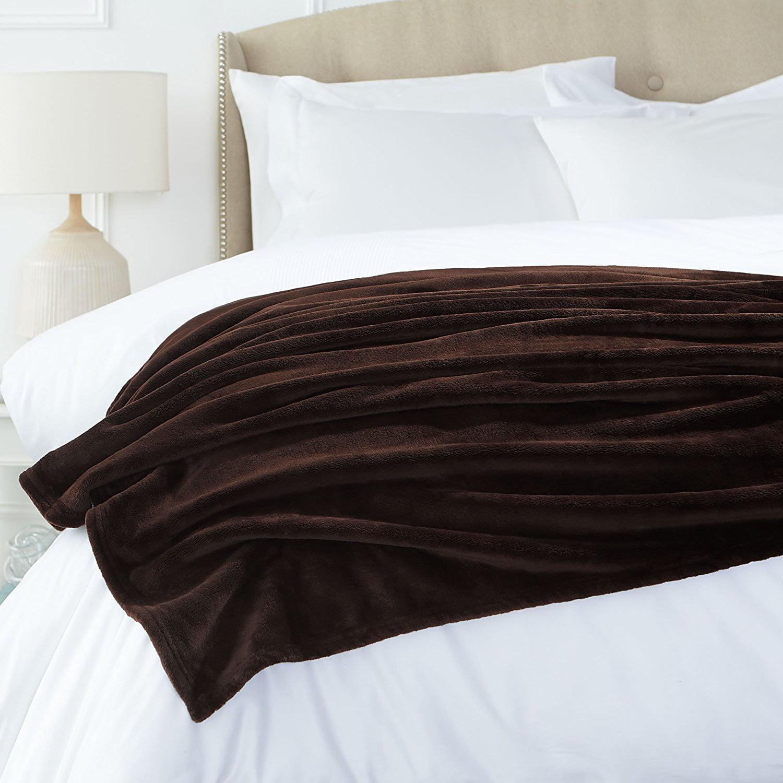 "Beauty Threadz Homes and Gardens Oversize Reversible Velvet Plush Throw Blanket, 50"" x 60"". Chocolate."