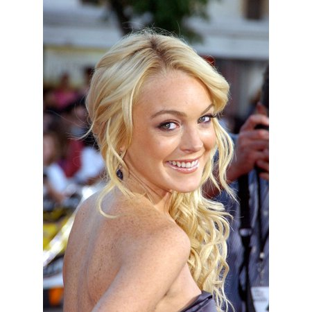 Lindsay Lohan At Arrivals For Mr & Mrs Smith Premiere Canvas Art - (16 x 20)