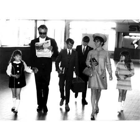 - Elizabeth Taylor and Richard Burton with their children in Nice airport Photo Print