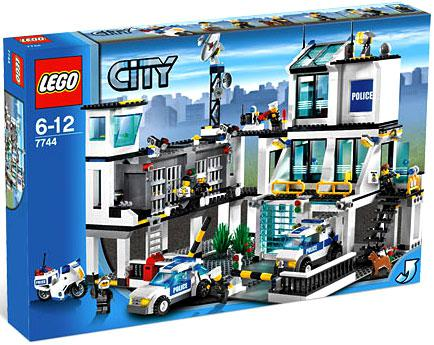 City Police Headquarters Set Lego 7744 by LEGO Systems, Inc.