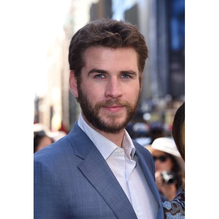 Stretched Canvas Art   Liam Hemsworth At A Public Appearance For Independence Day  Resurgence Cast Rings The Nasdaq Stock Market Opening Bell   Medium 16 X 20 Inch Wall Art Decor Size