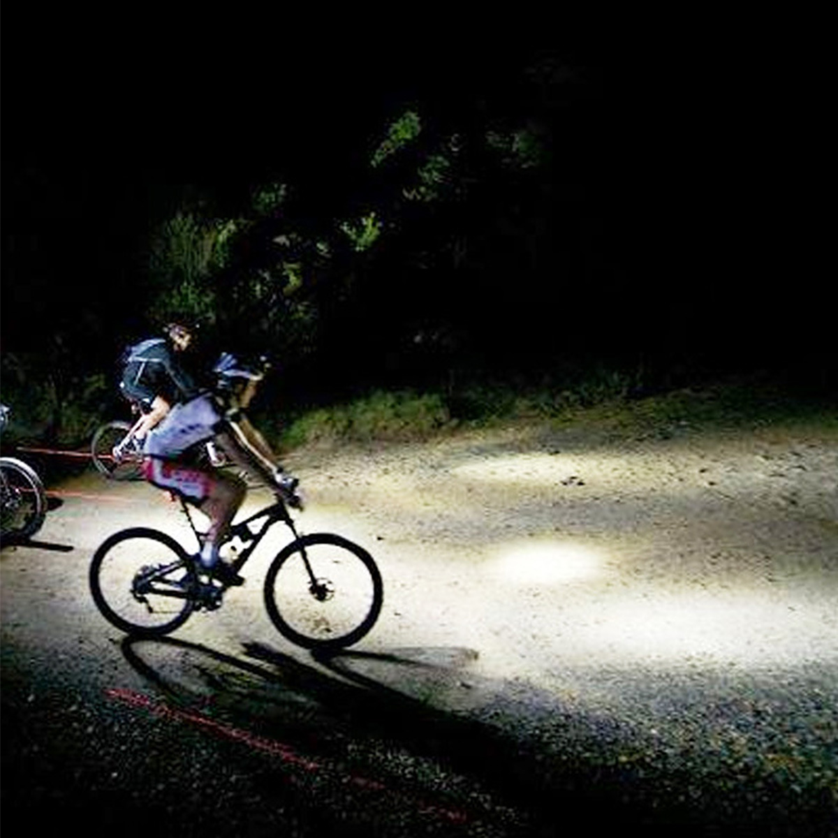 GEUNTECH LED Bicycle Light Speedometer Waterproof LCD Display Bike Night Riding Bicycle Odometer USB Rechargeable Bicycle Headlight Light Set