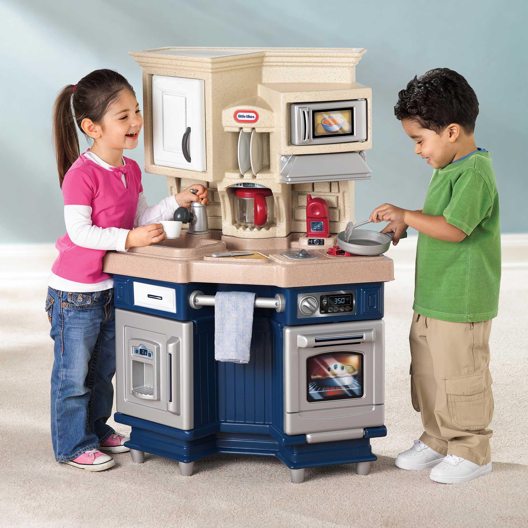 Little Tikes Super Chef Play Kitchen With 13 Piece Accessory Play Set Walmart Com Walmart Com