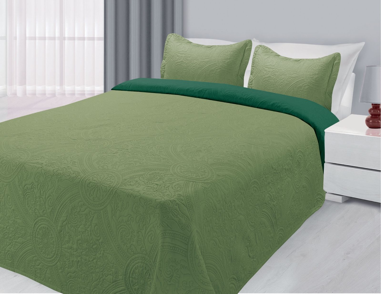 Click here to buy 3-Piece Reversible Quilted Bedspread Coverlet Sage & Hunter Twin Size.