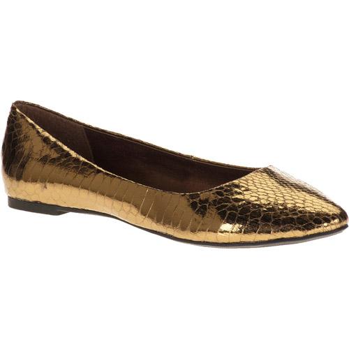 City Classified Women's Sadler Pointed Toe Flats