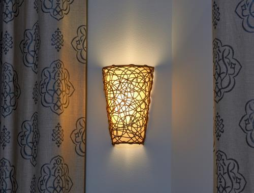 Battery Powered Wicker Wall Sconce With White Light Or Amber Flicker