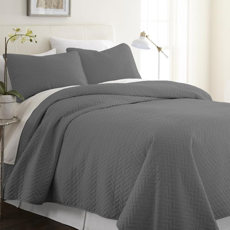 Noble Linens Premium Ultra Soft Herring Pattern Quilted Coverlet Set