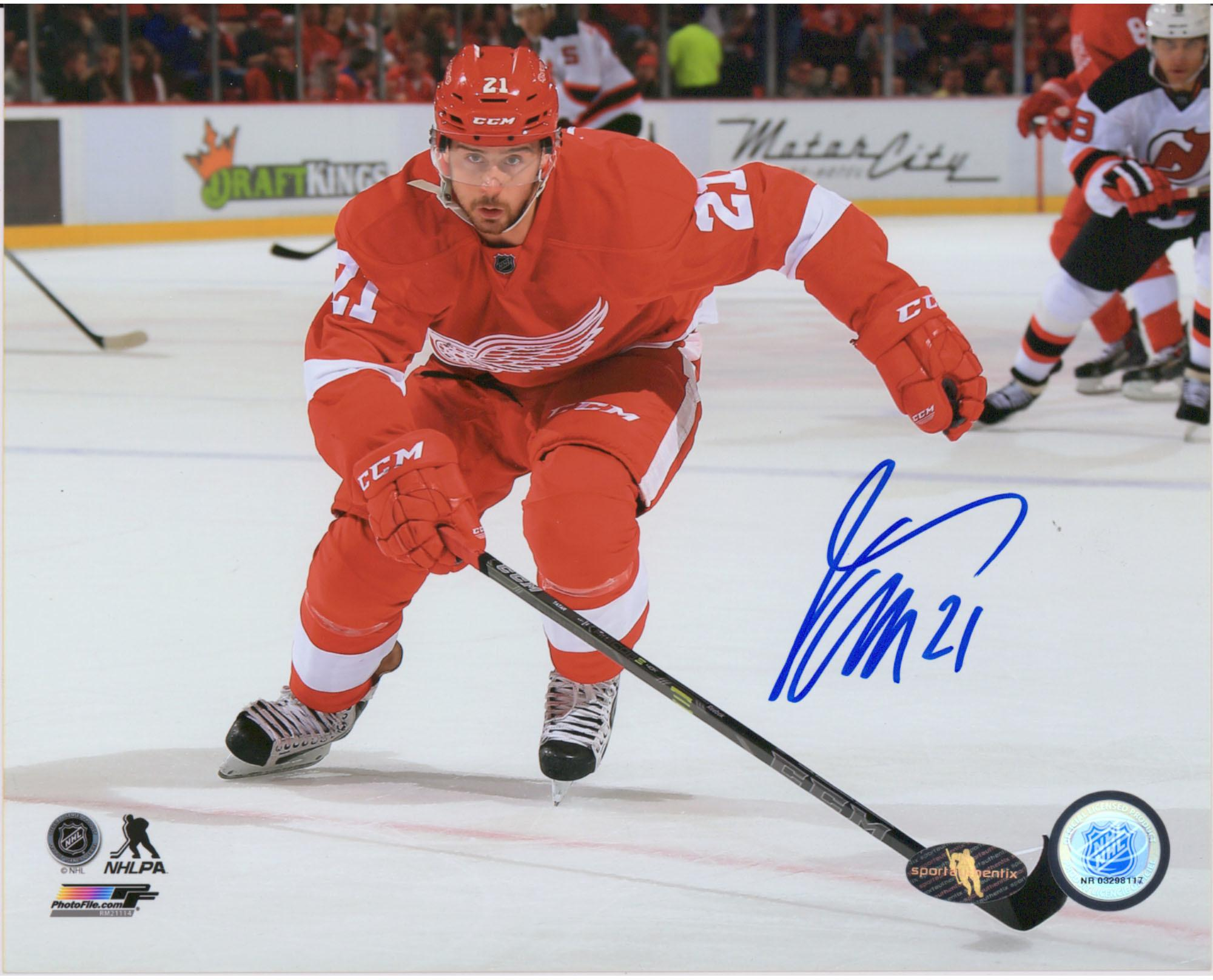 Tomas Tatar Detroit Red Wings Autographed 8 X 10 Horizontal Red Jersey Skating Photograph Fanatics Authentic Certified Walmart Com Walmart Com