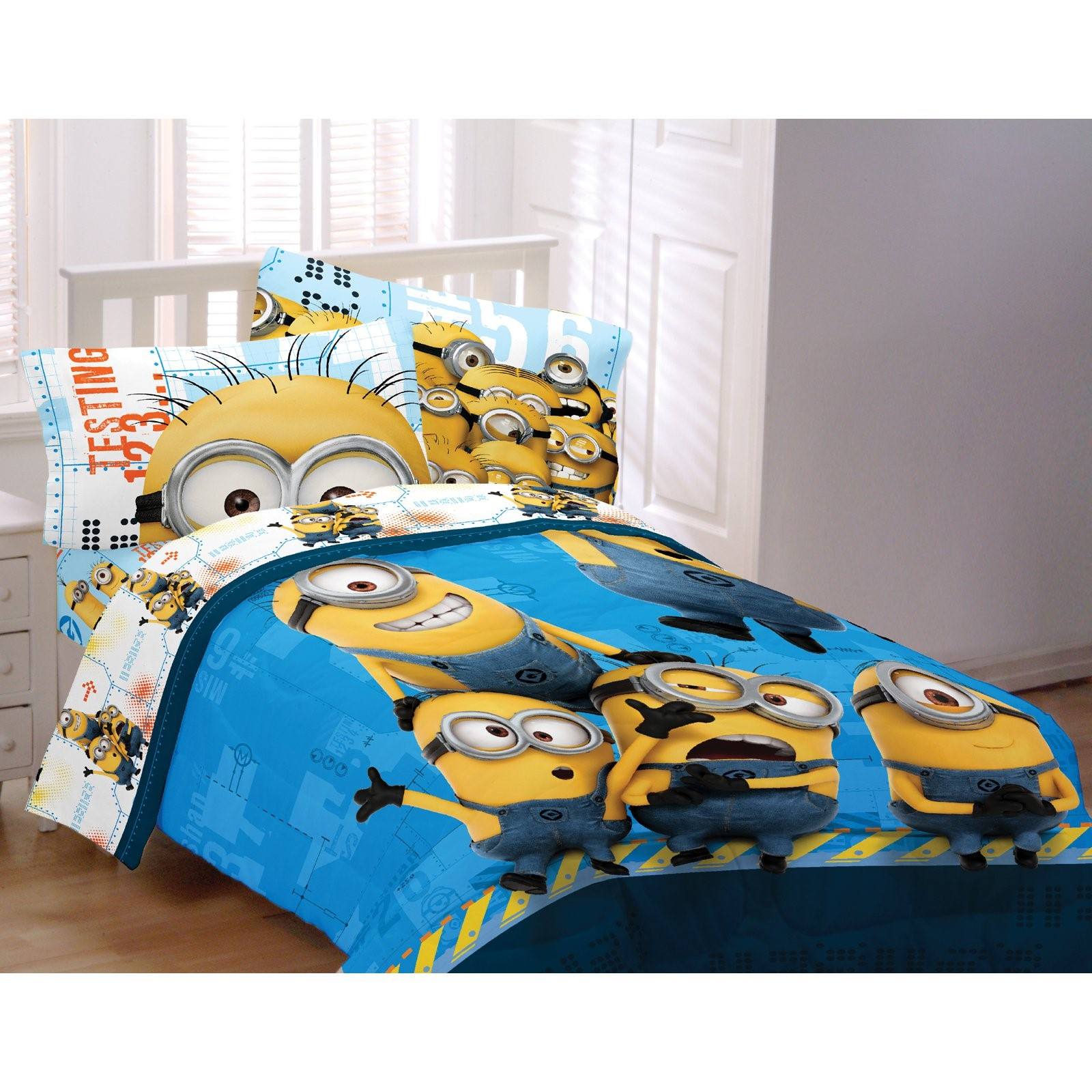 """Universal Minions 72"""" x 86"""" Twin or Full Comforter, 1 Each"""