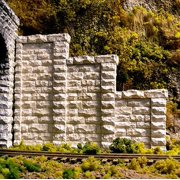 Chooch Enterprises 8401 HO Cut Stone Stepped Wall Tunnel Abutment (2)