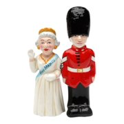 Royal Queen of England and UK Guard Magnetic Salt and Pepper Shaker Set
