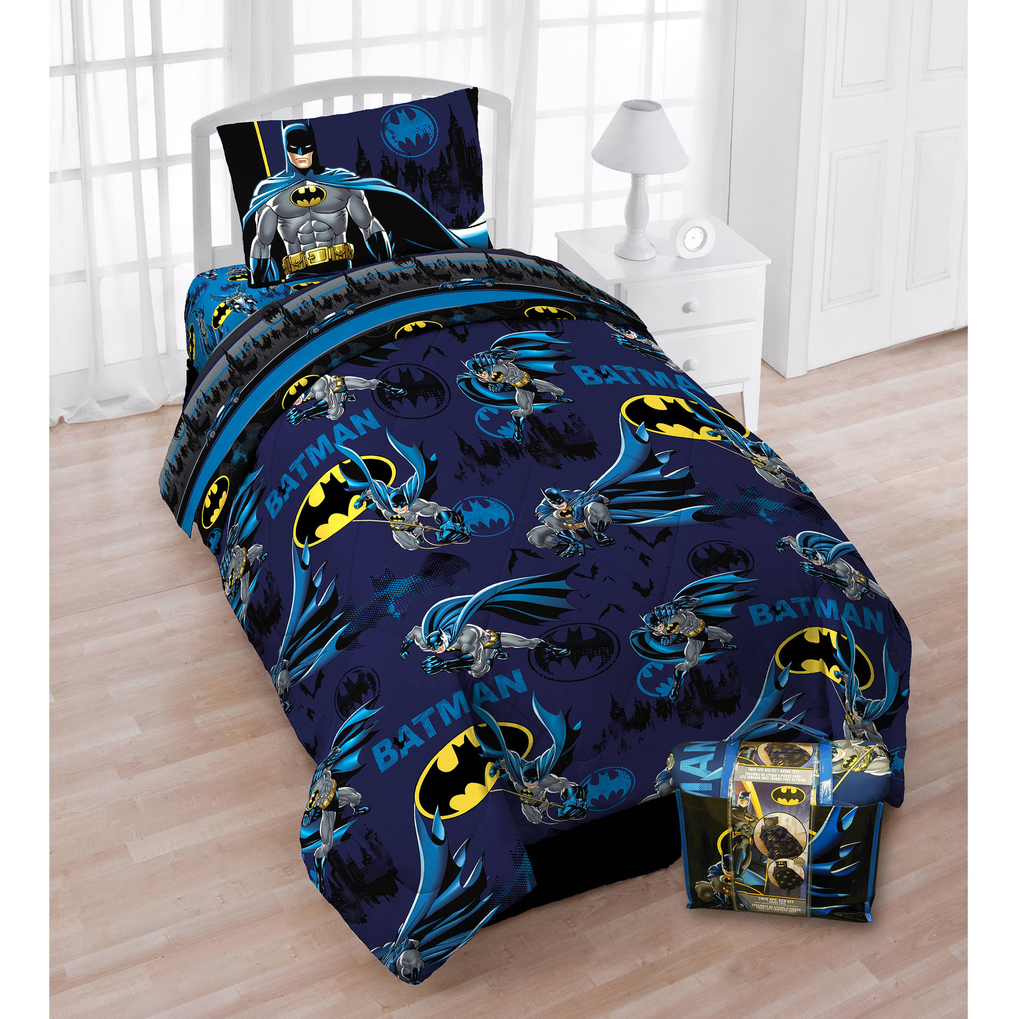 """Batman """"Protect Gotham"""" Bed in a Bag 5 Piece Twin Bedding Set with Bonus Tote"""