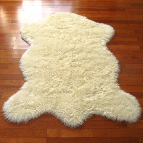 Walk on Me Rugs Classic Sheepskin Ivory Pelt Faux-fur Rug - 3'3 x 4'7