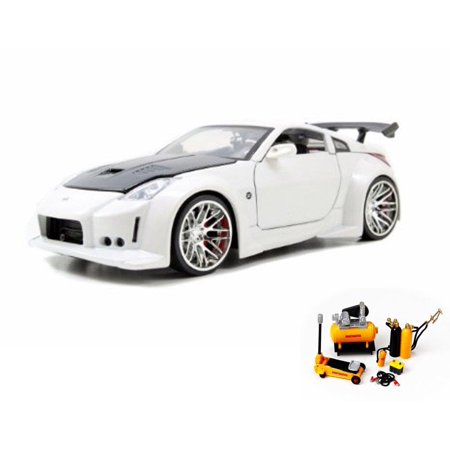 Diecast Car & Mechanic Set Package - 2003 Nissan 350Z, White w/Black hood -  Jada Toys 96810 - 1/24 scale Diecast Model Toy Car w/Mechanic Set
