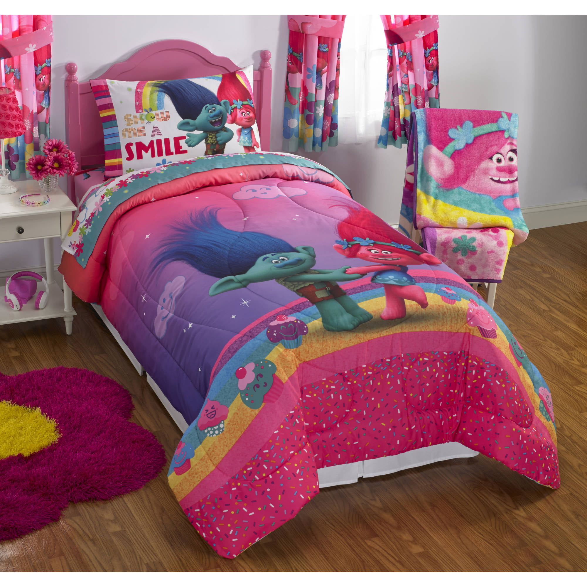 Cool Guy Bedrooms Dreamwork S Trolls Move Poppy Reversible Twin Full Bedding