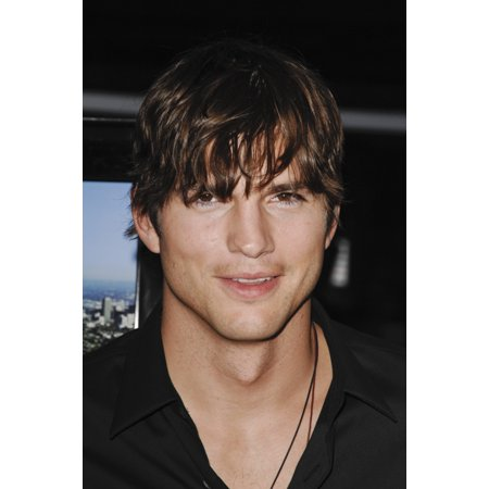 Ashton Kutcher At Arrivals For Spread Premiere Arclight Cinemas Hollywood Los Angeles Ca August 3 2009 Photo By Roth StockEverett Collection Celebrity - Hollywood 16 Cinema