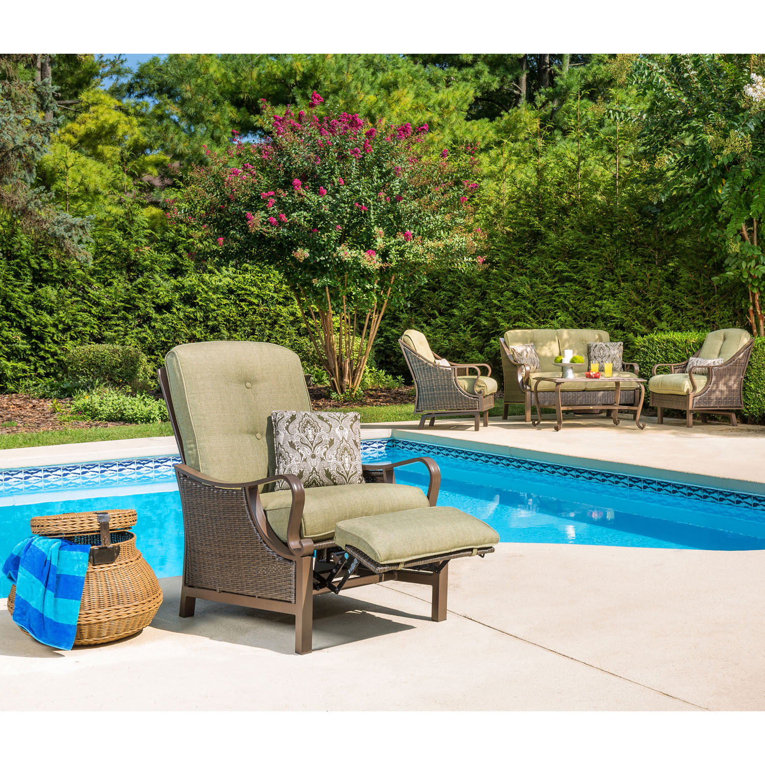 Hanover Ventura Outdoor Luxury Recliner with Accent Pillow