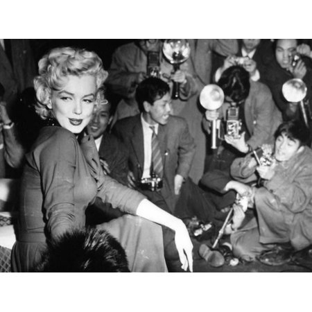 Marilyn Monroe, 1954. Marilyn Monroe In Japan for His Honeymoon With Joe Dimaggio, 1954 Print Wall Art