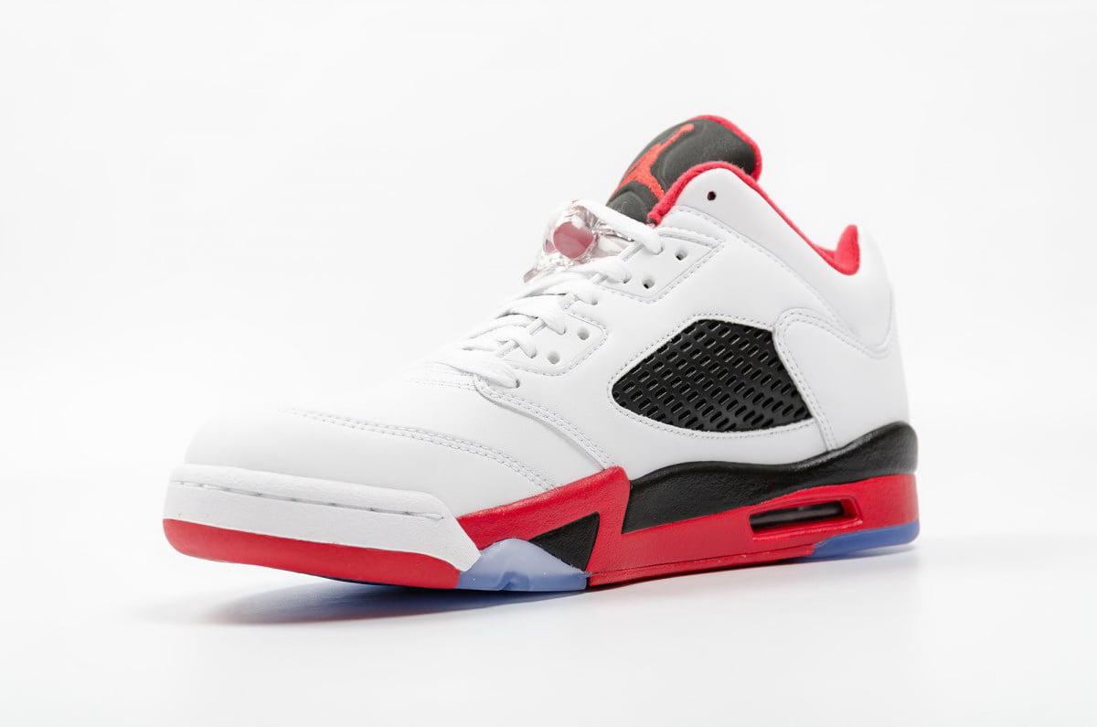 buy popular f8bba 82eca ... femme noir fire rouge metallic 5e40a 7746e  promo code for nike air  jordan 5 retro low chaussures de sport basketball homme blanc rouge