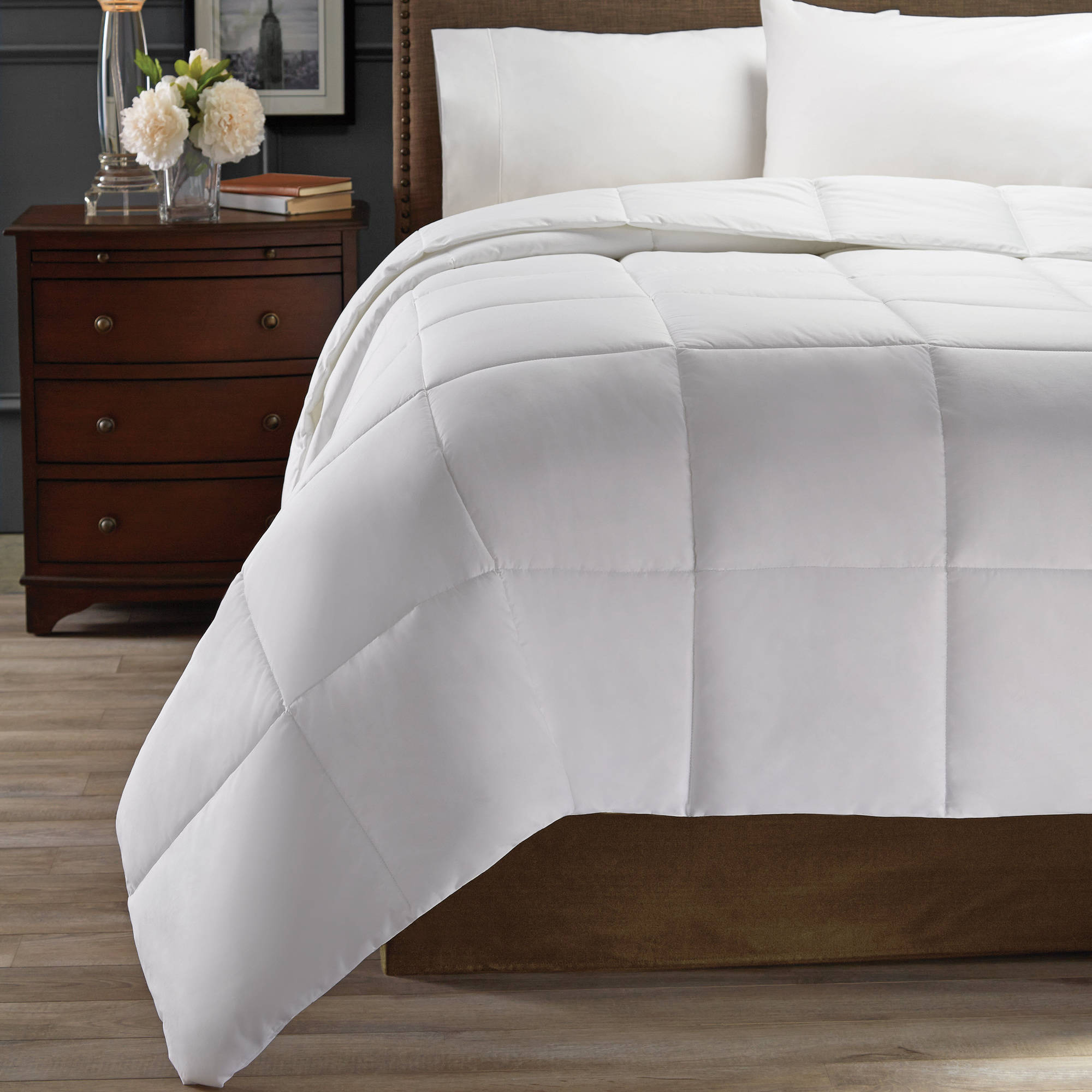 Hotel Style Down Alternative Comforter: Multiple Warmth Levels