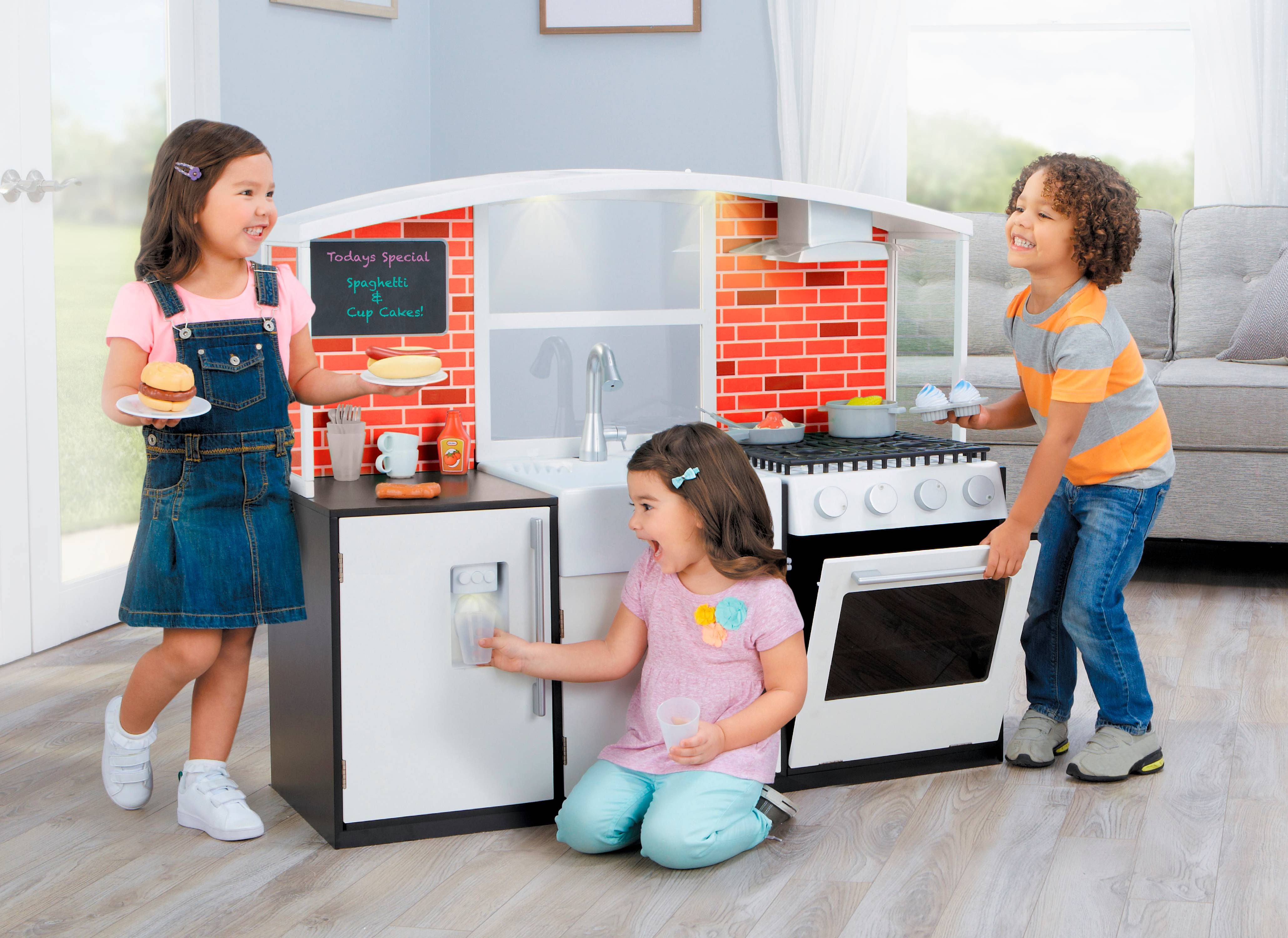 Little Tikes Modern Wooden Kitchen with 40-piece Accessory Set by MGA Entertainment