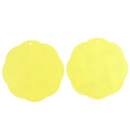 Unique Bargains Rubber Round Pattern Heat Resistant Table Cup Mat 18.5cm Dia Yellow 2 Pcs