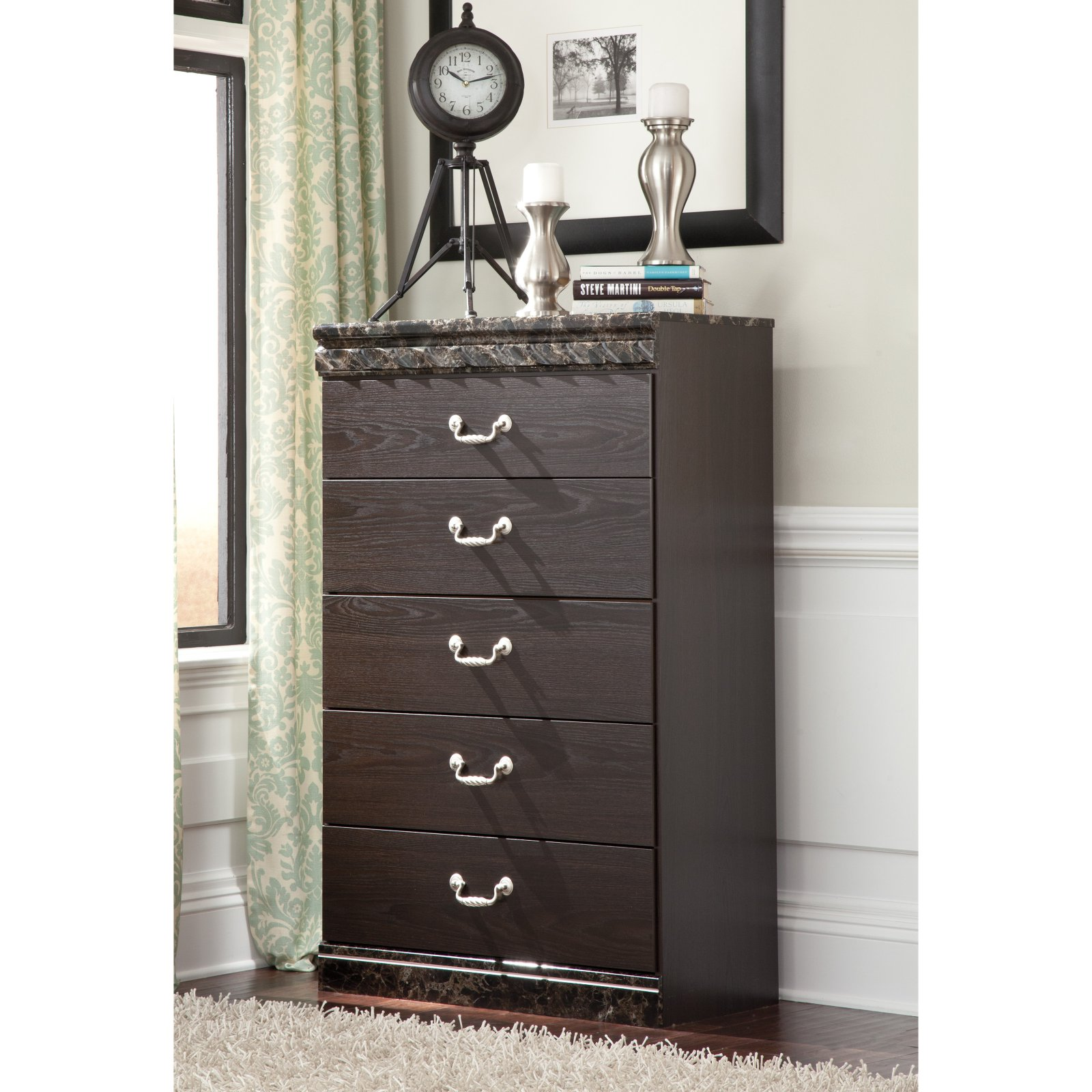 Signature Design by Ashley Vachel 5 Drawer Chest