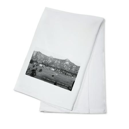Estes Park, Colorado - Exterior View of the Stanley Hotel (100% Cotton Kitchen Towel) - Stanley Park Halloween