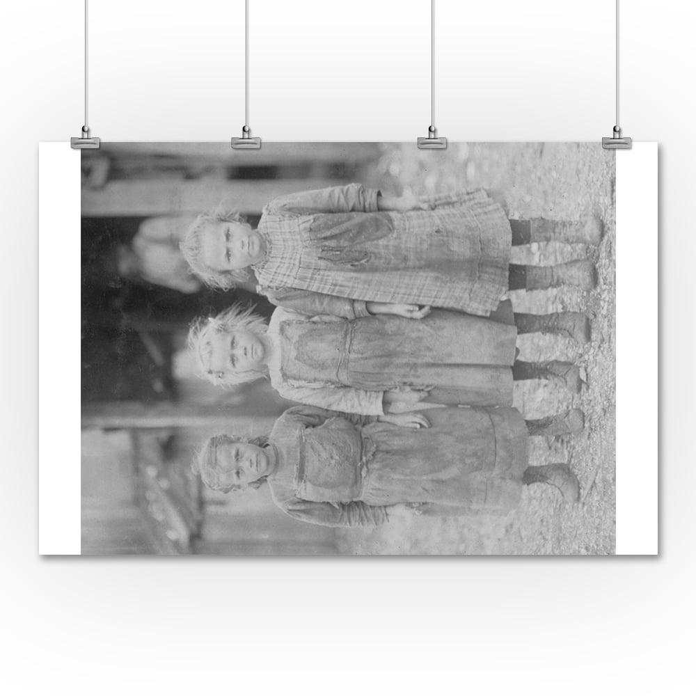 Lantern Press Oyster Shucker Girls in South Carolina Phot...
