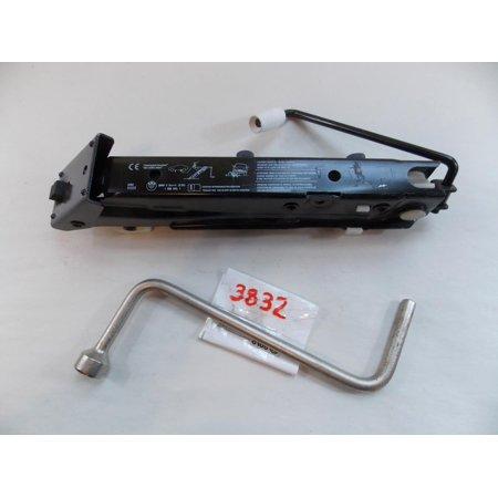 97-03 BMW 525i 525 Jack Lug Wrench Warranty #3832 ()