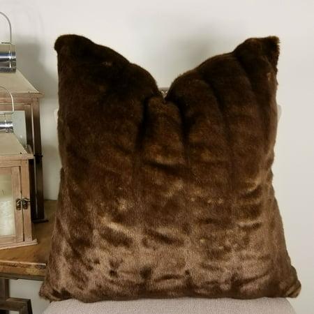 Thomas Collection Brown Tissavel Char-pei Chinchilla Faux Fur Pillow -17455 (Faux Chinchilla)