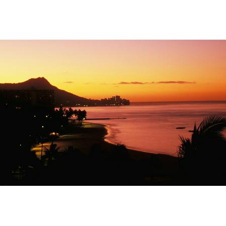 Hawaii Oahu Diamond Head At Dawn Lights Waikiki Beach Orange And Pink Sky Canvas Art - Tomas del Amo  Design Pics (34 x 22)