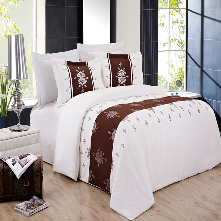 Eleanor Embroidered 3-Piece Duvet Cover & 2 Pillow Shams Set