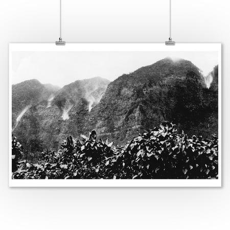 Nuuanu Valley, Hawaii - View of Upside Down Falls Photograph (9x12 Art Print, Wall Decor Travel Poster) - Upside Down Mirror Halloween