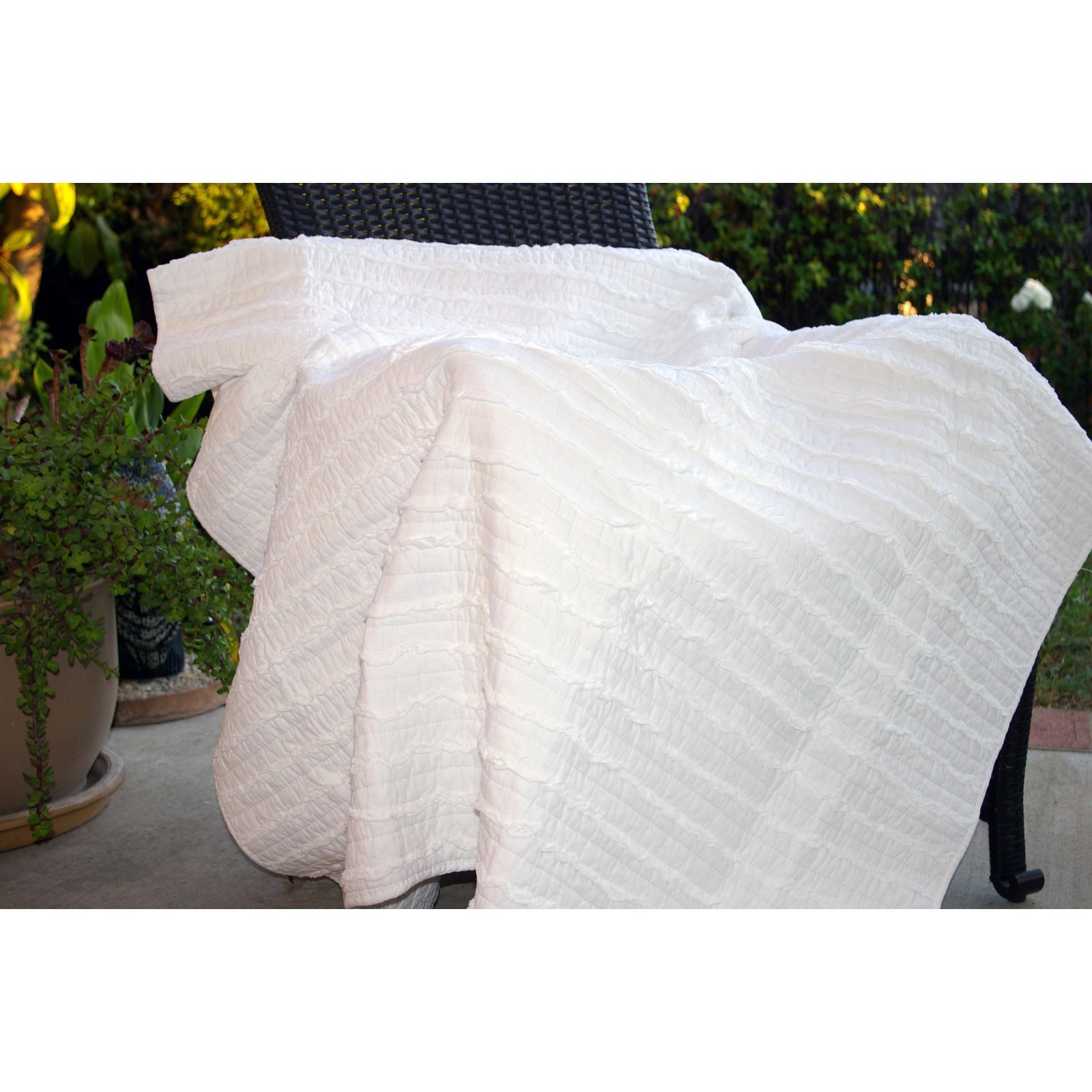 Greenland Home Fashions Ruffled Throw Blanket