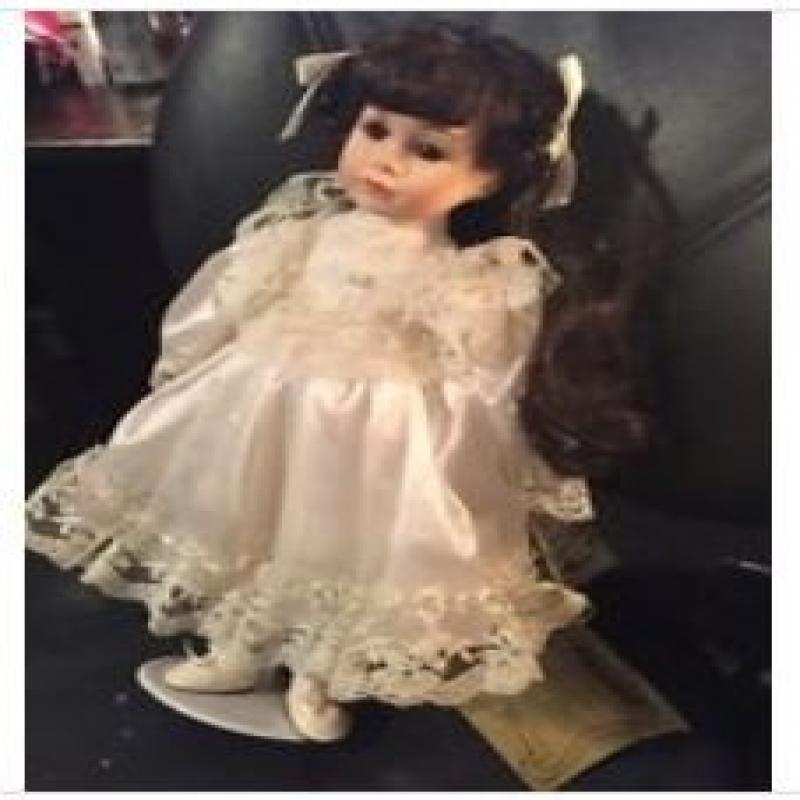 Seymour Mann Connoisseur Collection Doll