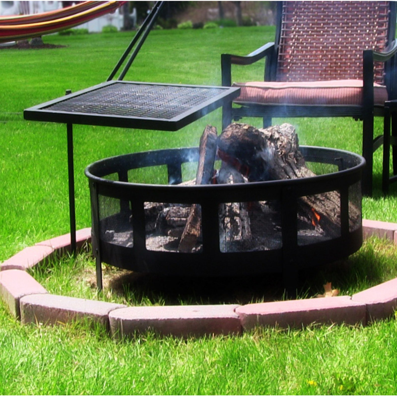 Sunnydaze Decor Heavy Duty Adjustable Campfire Cooking Swivel Grill