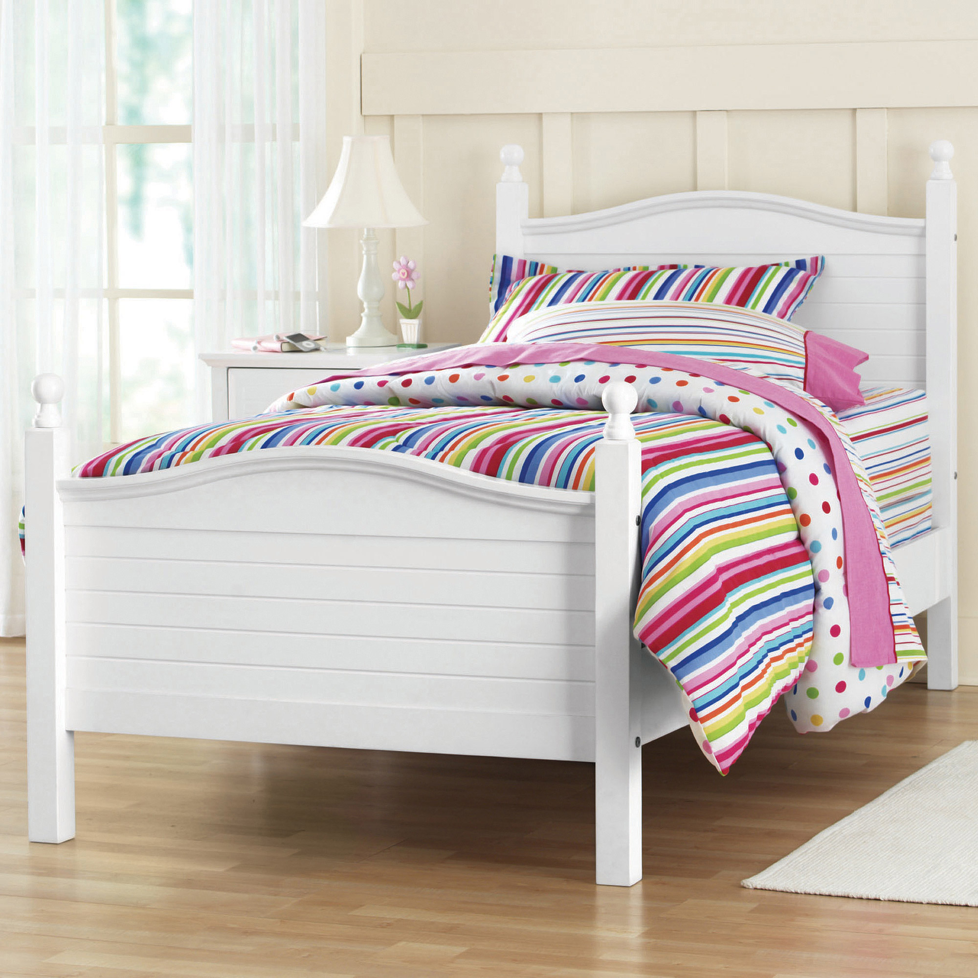 Kylie Twin Poster Bed, White **DISCO**
