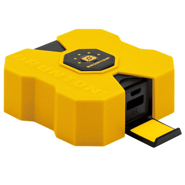 Brunton Revolt XL 9000 mAh, 6x Charge Yellow by Brunton