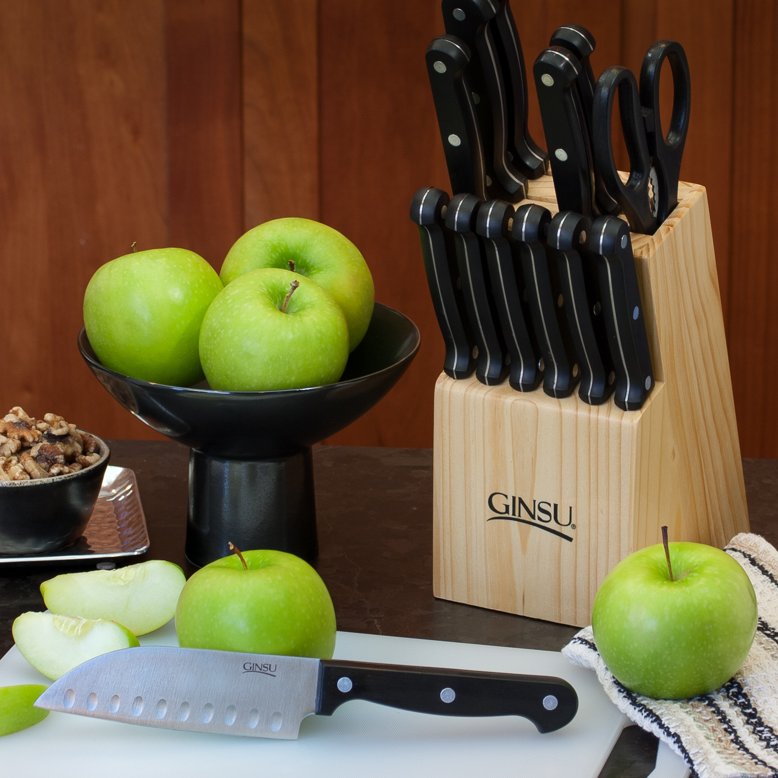 Ginsu Essential Series 14-Piece Stainless Steel Serrated Knife Set – Cutlery Set with Black Kitchen Knives in a Natural Block, GES-KB-DS-014-5