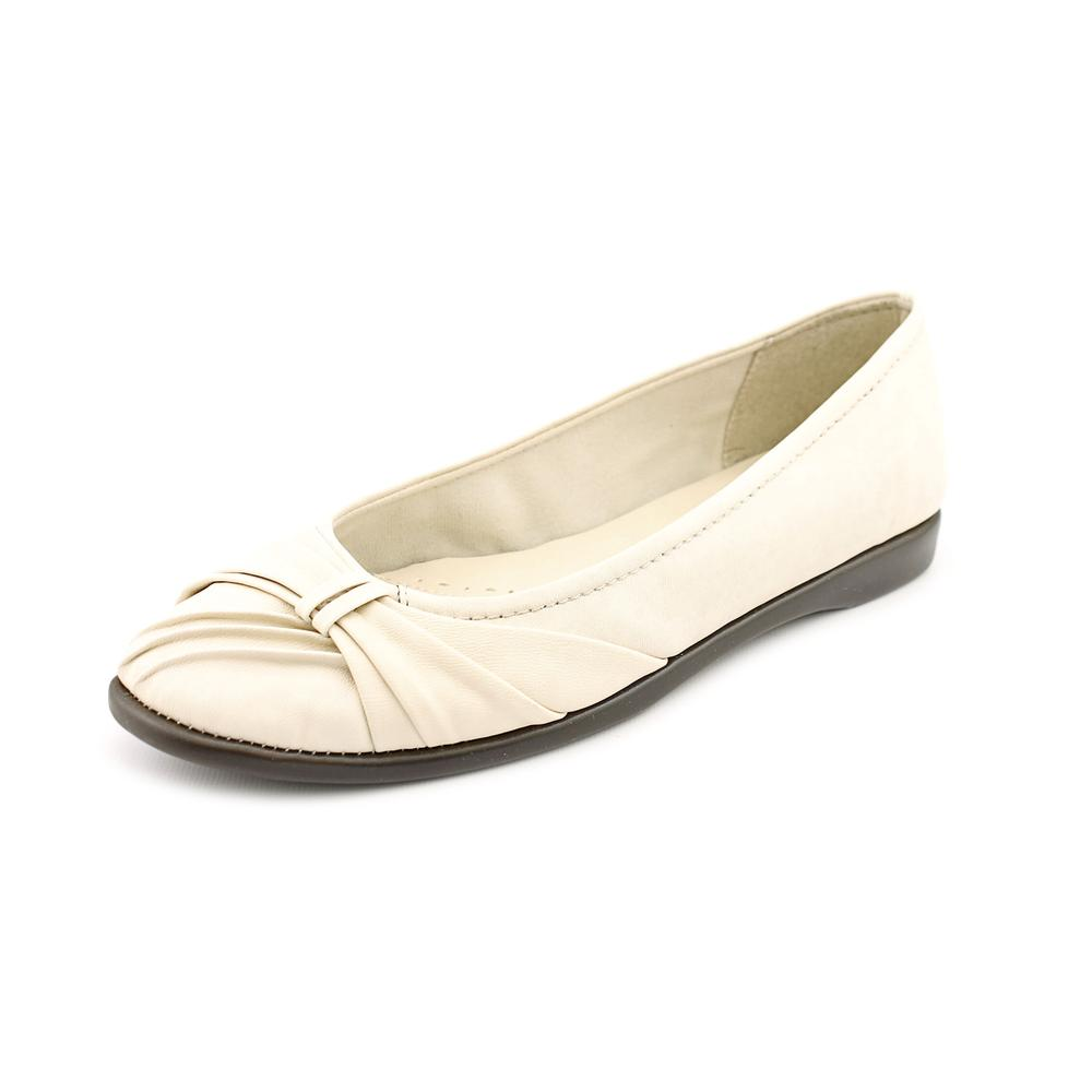 Easy Street Giddy Womens Round Toe Flats by Easy Street