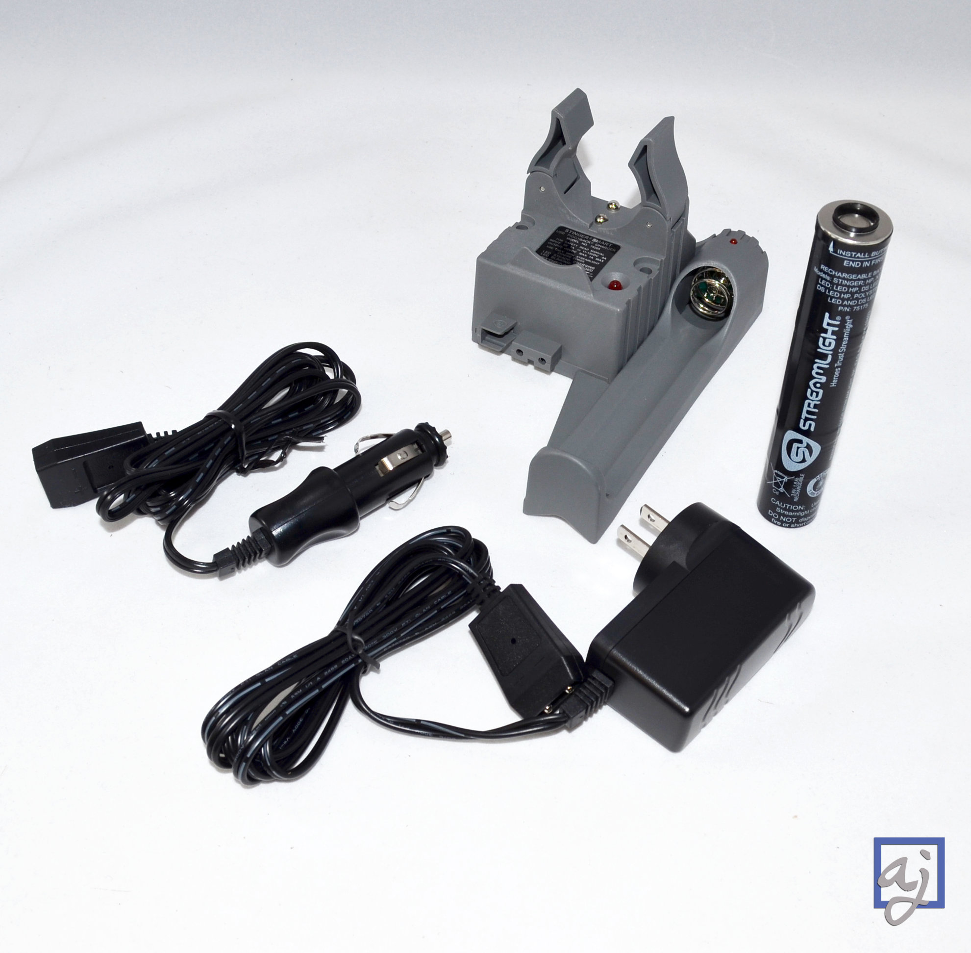 Bundle:  Streamlight Stinger PiggyBack Smart Charger (752...